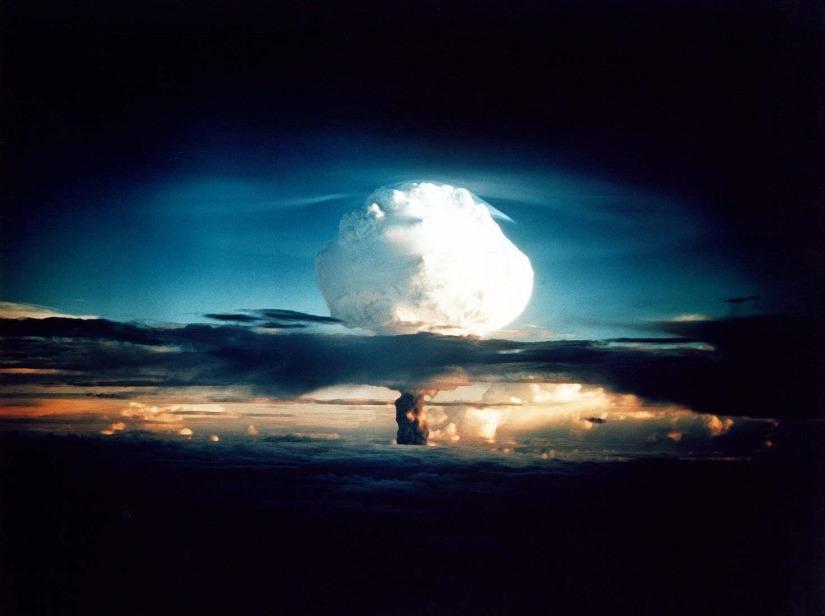 Her atom war